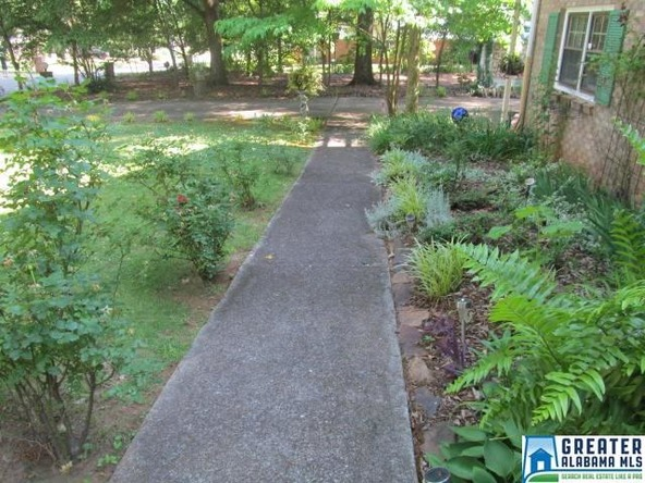 930 Pecanwood Dr., Anniston, AL 36207 Photo 2