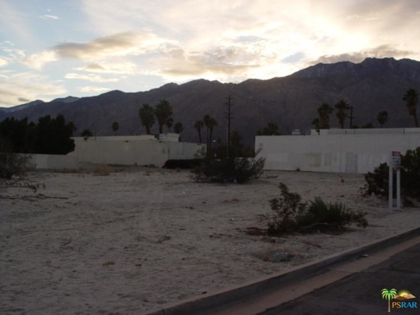1901 E. Desert Park Ave., Palm Springs, CA 92262 Photo 2