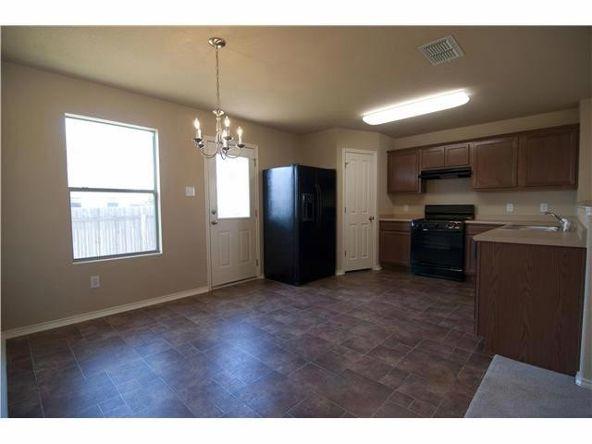 206 Wells Bnd, Hutto, TX 78634 Photo 2