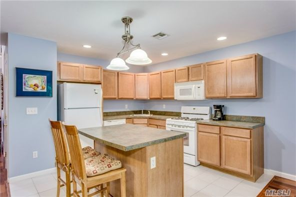 1004 Willow Pond Dr., Riverhead, NY 11901 Photo 2
