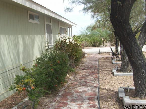 42544 la Posa Rd., Bouse, AZ 85325 Photo 4