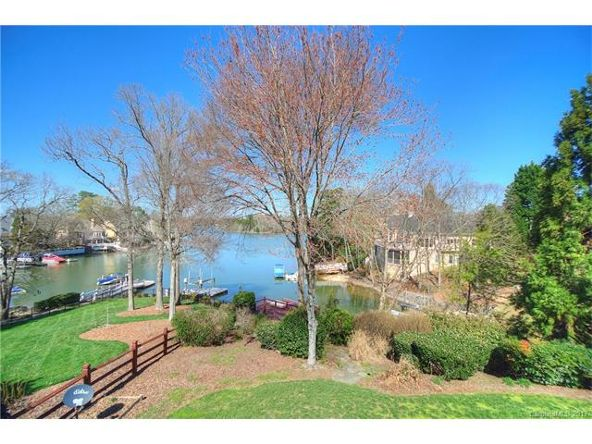 16027 Riverpointe Dr., Charlotte, NC 28278 Photo 2
