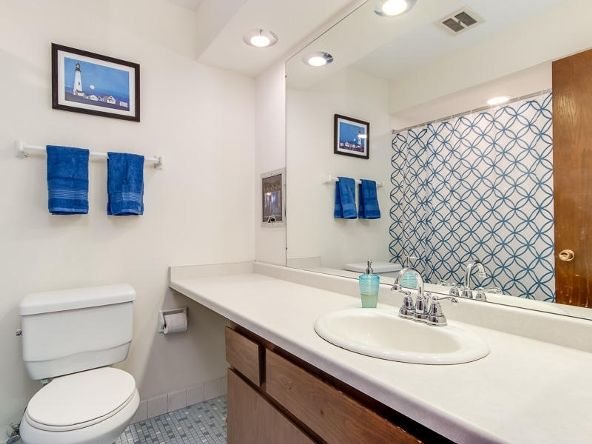 825 E. Henry Clay St. 301, Whitefish Bay, WI 53217 Photo 4