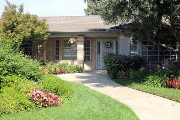 5234 West Spruce Avenue, Fresno, CA 93722 Photo 4