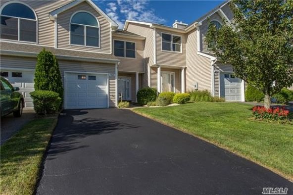 1004 Willow Pond Dr., Riverhead, NY 11901 Photo 4