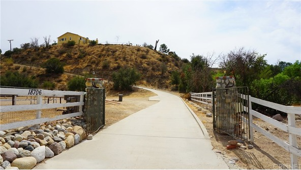 18706 Goodvale Rd., Canyon Country, CA 91351 Photo 16